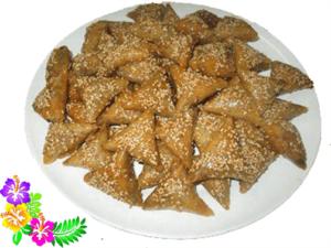 المطبخ المغربي أصبح ينافس أشهر المطابخ العالمية ويلقى إقبالاً كبيراً. و بمناسبة شهر رمضان المبارك فإن حلويات رمضان مغربية ستكون حاضرة بقوة على الموائد المحلية و الأجنبية، و تزيدها طعما و رونقاً. وقد قرّبنا للقارئ مجموعة من الحلويات الرمضانية المغربية و طريقة التحضير بسهولة دون الحاجة الى شرائها من المخابز. نذكر من بين الحلويات المغربية المقروط، بريوات اللوز و الفقاص المالح بالجبن.